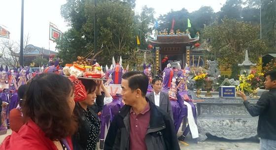 """""""Choáng"""" với đàn ngựa giấy khổng lồ ở đền Bảo Hà ảnh 3"""