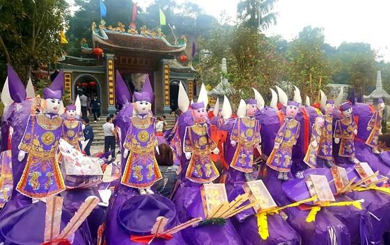 """""""Choáng"""" với đàn ngựa giấy khổng lồ ở đền Bảo Hà ảnh 2"""