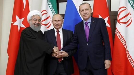 Tổng thống Iran Hassan Rouhani, Tổng thống Nga Vladimir Putin và Tổng thống Thổ Nhĩ Kỳ Tayyip Erdogan (từ trái qua phải). Ảnh: Reuters