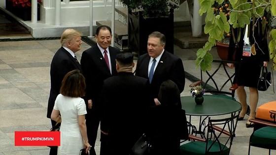 Tổng thống Donald Trump và nhà lãnh đạo Kim Jong-un bắt đầu ngày làm việc thứ hai ảnh 4