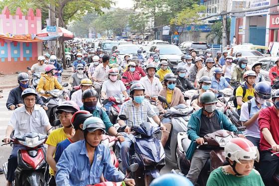 Cấm xe gắn máy vào trung tâm TPHCM  chỉ là giải pháp tình thế ảnh 2