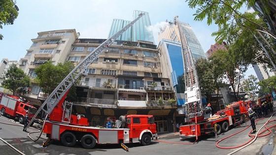 Đang cháy lớn tại Hàng Dương Quán quận 1, nhiều người bỏ chạy ảnh 13