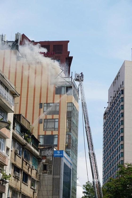 Đang cháy lớn tại Hàng Dương Quán quận 1, nhiều người bỏ chạy ảnh 6
