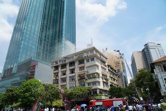 Đang cháy lớn tại Hàng Dương Quán quận 1, nhiều người bỏ chạy ảnh 8