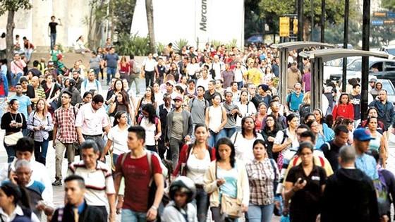 Mất điện diện rộng làm ảnh hưởng cuộc sống của người dân ở Caracas, Venezuela