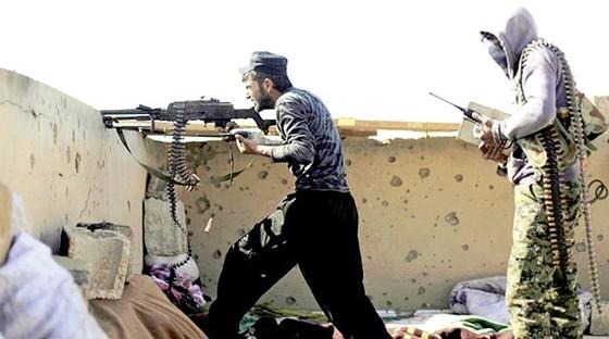 Chiến binh của SDF trong một trận đánh ở tỉnh Delr Ezzor, Syria