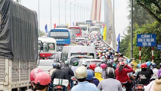 Cầu Rạch Miễu thường xuyên bị kẹt xe vào các dịp lễ, tết cuối tuần. Ảnh: HÀM LUÔNG