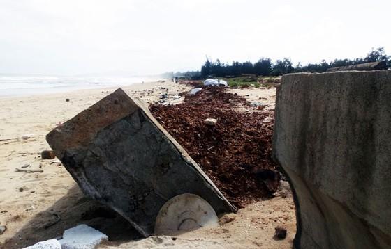 Kè biển đầu tư 80 tỷ đồng vừa làm xong đã hư hỏng ở Bình Định Không thể chỉ kiểm điểm, rút kinh nghiệm