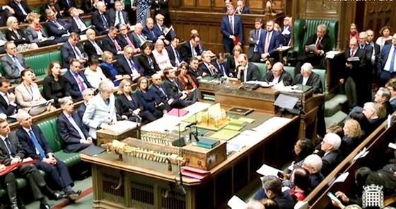 Thủ tướng Anh Theresa May phát biểu trong phiên bỏ phiếu về tiến trình Brexit tại Quốc hội