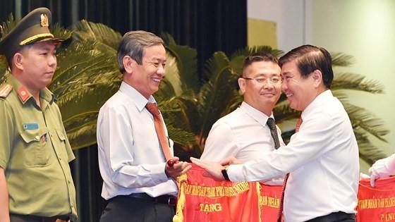 Bí thư Thành ủy TPHCM Nguyễn Thiện Nhân: Lấy sự hài lòng của người dân làm thước đo thi đua ảnh 3