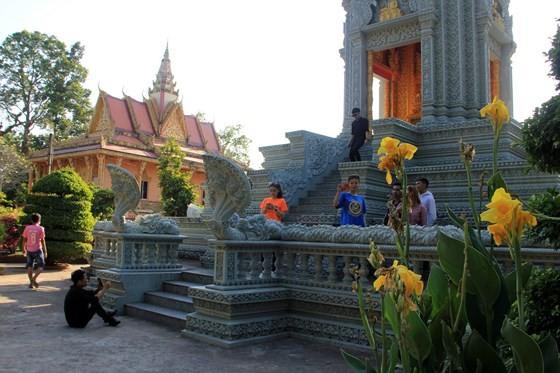 Ngôi chùa thu hút đông đảo giới trẻ miền Tây kéo đến check-in ảnh 4