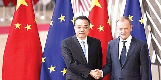 Thủ tướng Trung Quốc Lý Khắc Cường (trái) và Chủ tịch Hội đồng châu Âu Donald Tusk