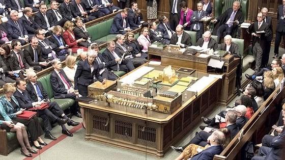 Thủ tướng Anh Theresa May đang phải đối mặt với làn sóng tức giận từ các nghị sĩ Bảo thủ