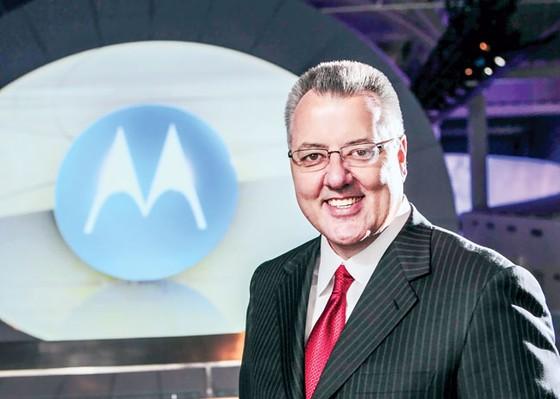 Gregory Q. Brown Giải cứu Motorola  ảnh 1