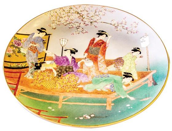 Sakura depicted on Satsuma ceramics ảnh 2