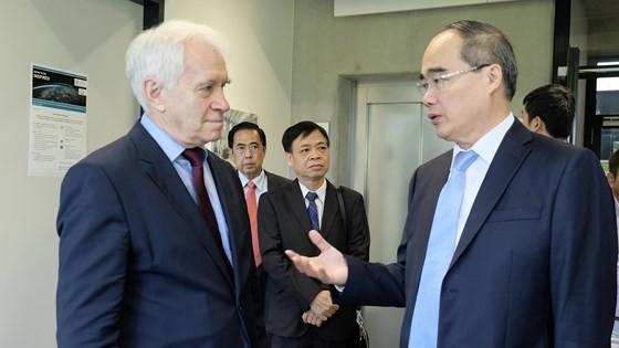 Bí thư Thành ủy TPHCM Nguyễn Thiện Nhân tìm hiểu thành phố tương lai của Đức ảnh 2