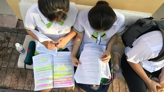 TPHCM: Thí sinh hồi hộp bước vào thi môn Ngữ văn ảnh 5