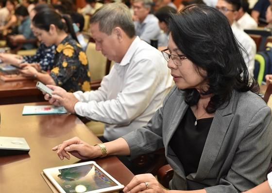 Kỳ họp HĐND TPHCM đầu tiên ứng dụng 'không giấy' ảnh 3