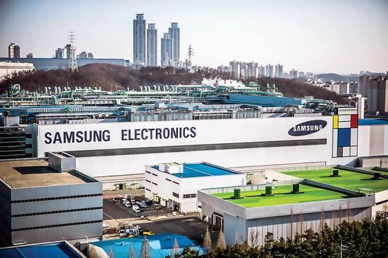 Thương chiến Nhật-Hàn bùng nổ: Samsung và LG lãnh trọn ảnh 1