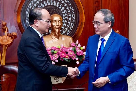 Tăng cường hợp tác nhiều mặt giữa TPHCM và Singapore ảnh 1