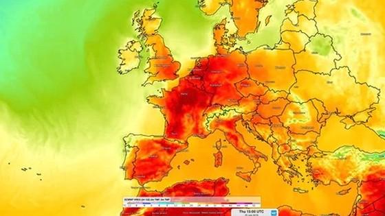 Màu đỏ thể hiện mức nhiệt cao tại hàng loạt quốc gia châu Âu. Đồ họa: WEATHER NEWS