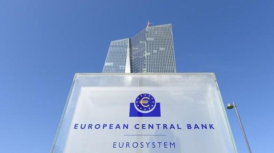 Nhiều nước cắt giảm lãi suất ngân hàng