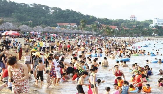 Bãi tắm thiên đường Tuần Châu-Hạ Long: Mở cửa tự do  phục vụ du khách ảnh 2