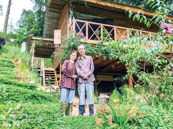 Vợ chồng thi sĩ  ẩn mình giữa rừng thông ảnh 1