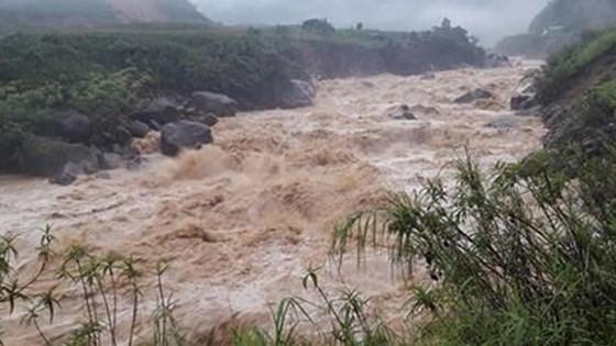 Chiều tối ngày 2-8, bão số 3 giật cấp 12 đi vào vùng biển Quảng Ninh - Hải Phòng ảnh 2
