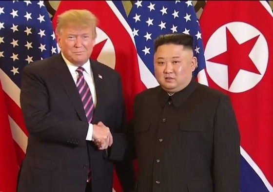 Tổng thống Donald Trump và nhà lãnh đạo Triều Tiên Kim Jong Un tại Hội nghị thượng đỉnh Hoa Kỳ-Triều Tiên lần hai