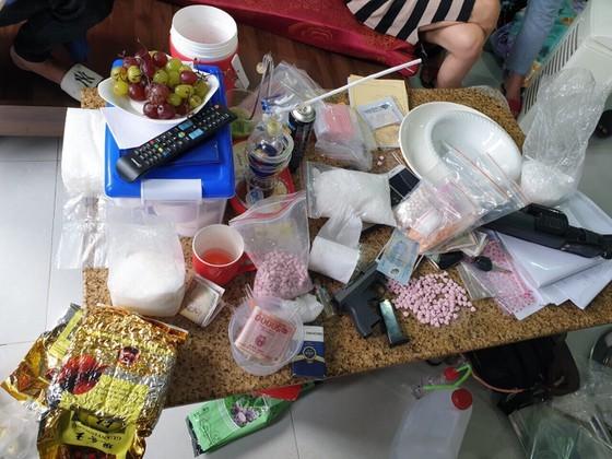 Triệt phá đường dây ma túy cực lớn từ Campuchia về TPHCM ảnh 3