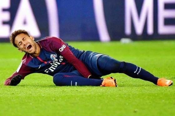 Chấn thương của Neymar làm tuyển Brazil lo lắng.