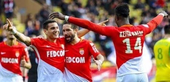 Các cầu thủ Monaco ăn mừng chiến thắng trước Nantes