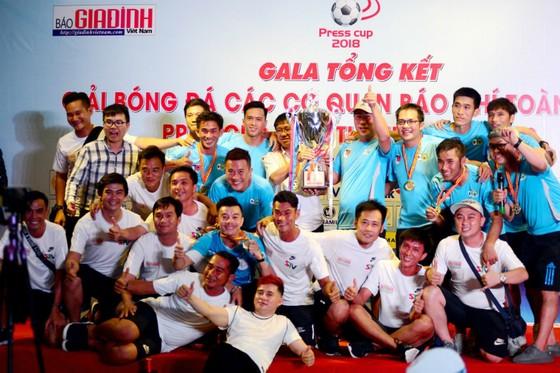 CLB Phóng viên Thể thao TPHCM đoạt Press Cup 2018 ảnh 1