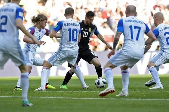 Argentina - Iceland 1-1: Messi đá hỏng phạt đền trước các chiến binh Băng đảo ảnh 1