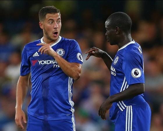 Eden Hazard và N'Golo Kante trong màu áo Chelsea