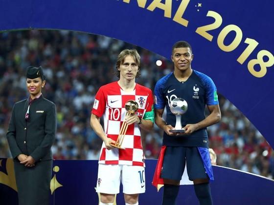 Luka Modric và Kylian Mbappe