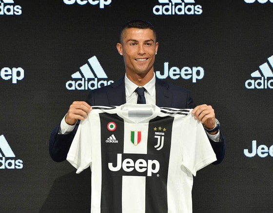 De Laurentiis lột trần bí mật thương vụ Juventus mua Ronaldo  ảnh 1