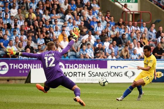 Pedro ấn định tỷ số 3-0 cho Chelsea.