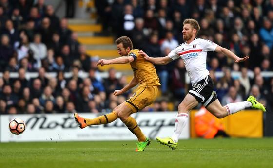 Harry Kane ghi bàn trong trận gặp Fulham ở Cú[p Fa mùa trước, nơi họ thắng 3-0 ngay trên sân khách
