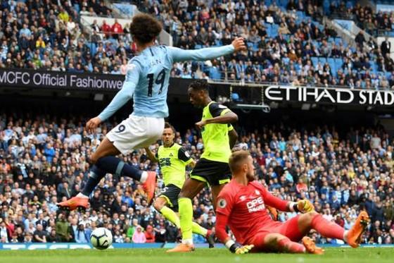 Man City - Huddersfield 5-1: Sergio Aguero ghi hattrick ảnh 7