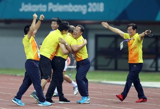 Ngày lịch sử của thể thao Việt Nam ở Asiad: Điển kinh nhặt HCV, bóng đá vào bán kết  ảnh 6