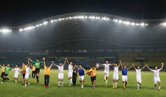 Ngày lịch sử của thể thao Việt Nam ở Asiad: Điển kinh nhặt HCV, bóng đá vào bán kết  ảnh 8