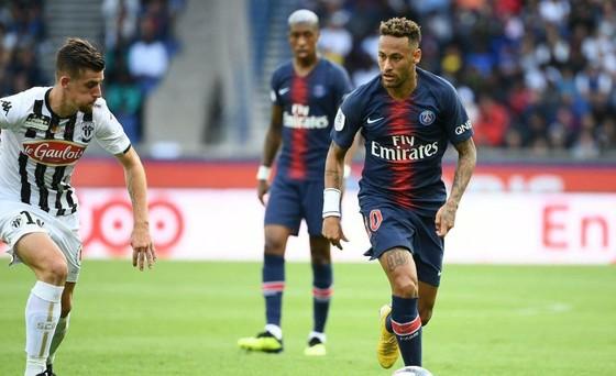 Neymar chuyển vào chơi vị trí số 10