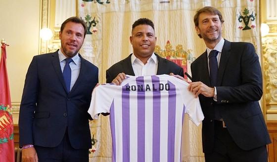 """Ronaldo """"béo"""" mua 51% cổ phần để làm Chủ tịch Valladolid ảnh 1"""