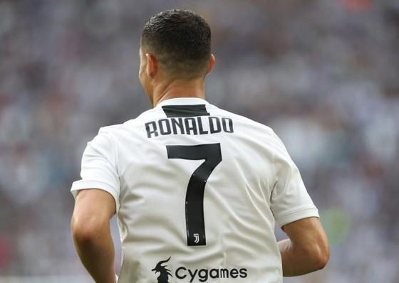 Hé lộ bảng lương Serie A, Ronaldo lãnh nhiều gấp 3 Higuain ảnh 1