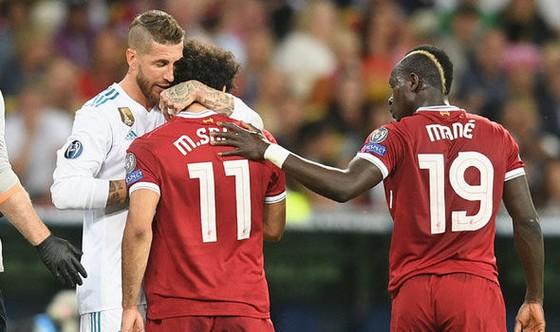 Sergio Ramos từng bị dọa giết vì gây chấn thương cho Mo Salah ảnh 2