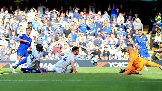 Chelsea - Cardiff City 4-1:Hazard ghi hat-trick, Chelsea chiếm ngôi đầu ảnh 4