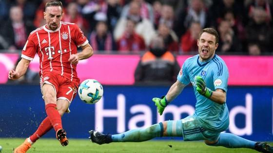 Franck Ribery (trái) sẽ gây sốic trên sân Benfica