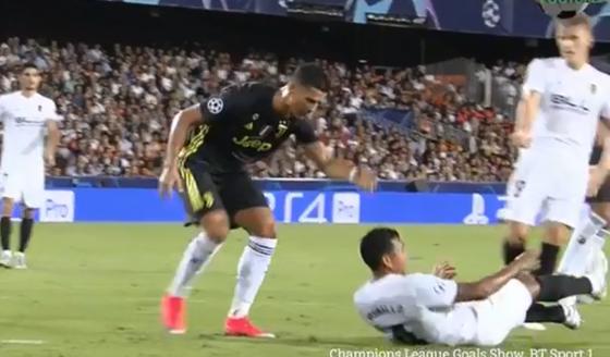 Ronaldo khóc vì uất ức hay tiếc nuối? ảnh 2